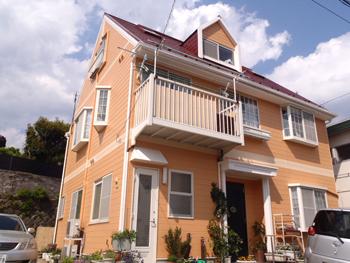 新しい色の塗装で家が見違えるように綺麗になりました。