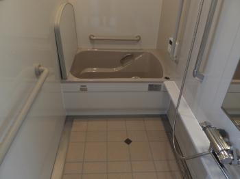 明るいきれいな浴室に変身!以前より狭さも感じません。